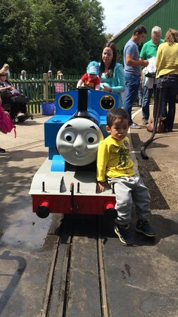 Eastleigh Lakeside Railway: Thomas steam train