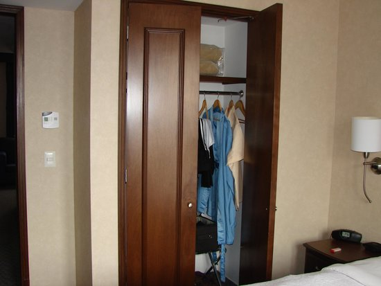 Hampton Inn & Suites Mexico City - Centro Historico: Closet