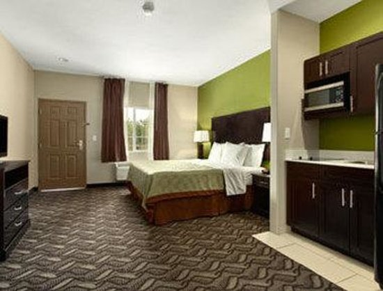 Super 8 Mansfield LA: Standard One King Bed Room With Kitchenette