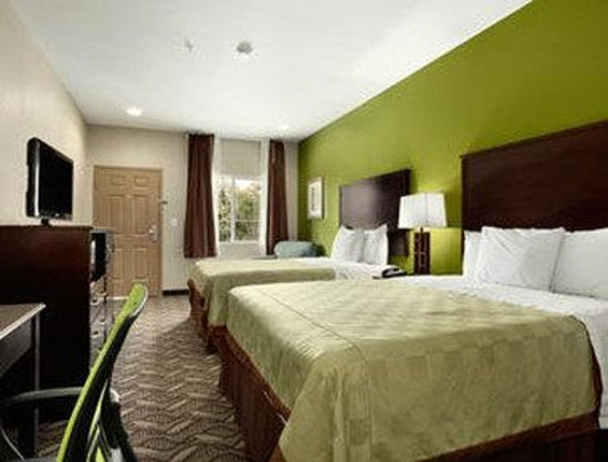 Super 8 Mansfield LA: Standard Two Double Bed Room