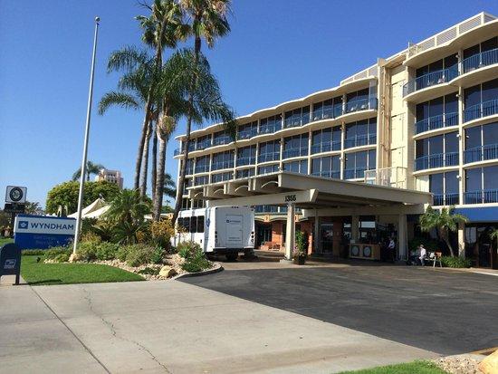 Wyndham San Diego Bayside : View from Side