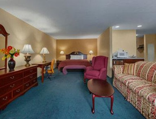 Super 8 - Harrison OH: One King Bed Suite