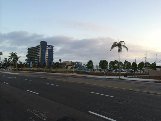 Wyndham San Diego Bayside: View from Rear