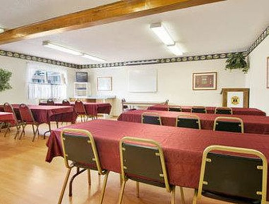 Super 8 Iron Mountain: Meeting Room