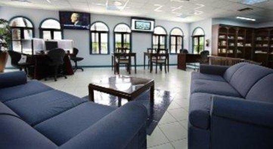 Caribbean Palm Village Resort: Recreation Mediaroomand Library