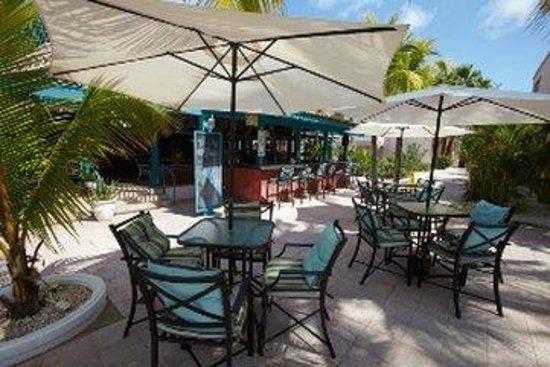 Caribbean Palm Village Resort: Sweet Peppers Bar Restaurantviewoutside