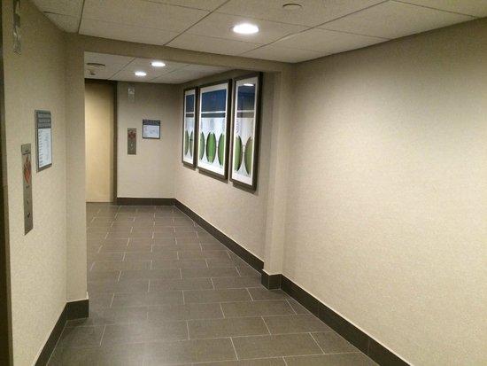 Wyndham San Diego Bayside: Elevator
