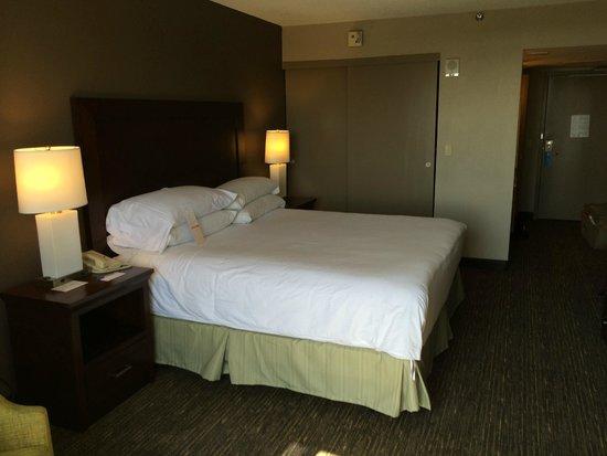 Wyndham San Diego Bayside: Bed