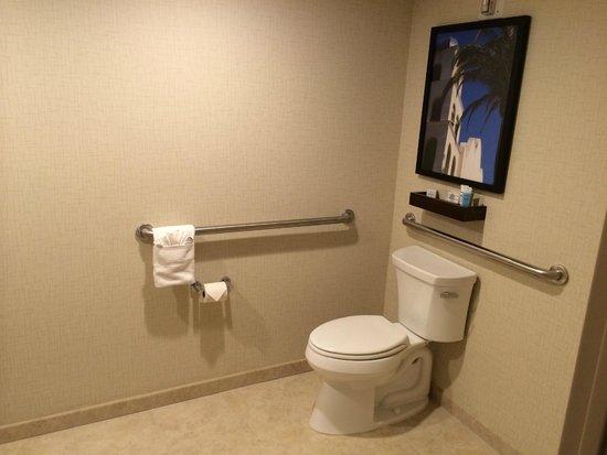 Wyndham San Diego Bayside: Disability Access Bathroom
