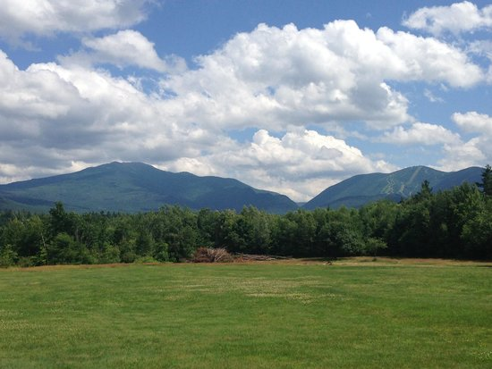 Franconia Notch Guest House: Views of Mt Lafayette and Cannon Mtn from the rooms
