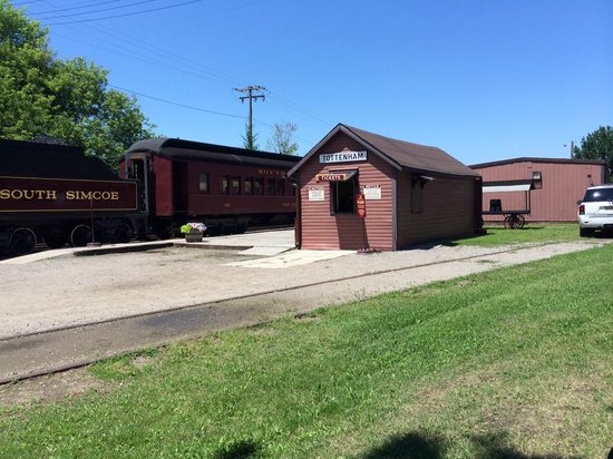 South Simcoe Railway: Ticket booth and platform area