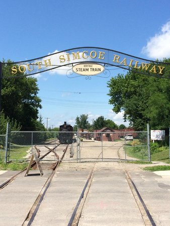 South Simcoe Railway: Front gate
