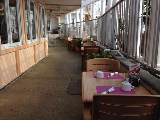 Reges Cafe: Outside