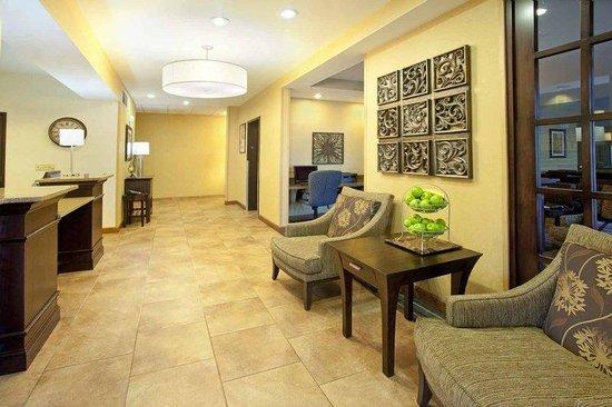 Holiday Inn Express Charleston/Kanawha City : Hotel Lobby