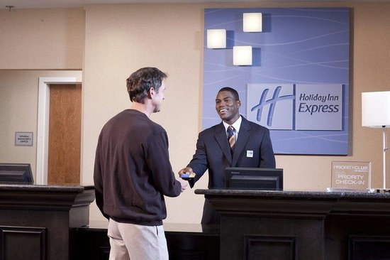 Holiday Inn Express Charleston/Kanawha City: Front Desk