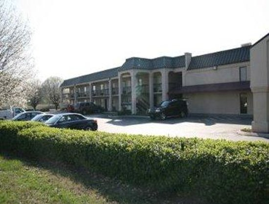 Econo Lodge Inn & Suites: Welcome to the Super 8 Manchester