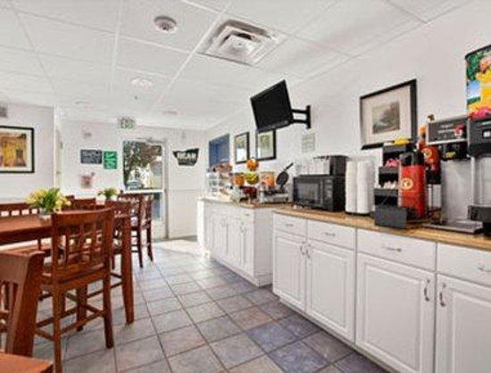 Travelodge Yuba City: Breakfast Area