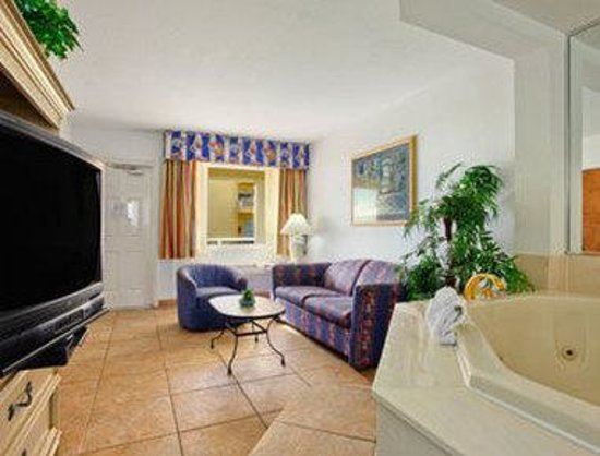 Days Inn Ormond Beach Mainsail Oceanfront: Jacuzzi Suite