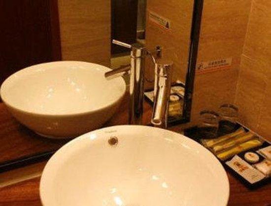 Super 8 Hotel Hefei Xin Tian Di : Bathroom