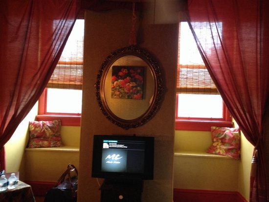 The Secret Garden : The red and gold room