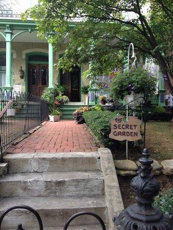 The Secret Garden : Front entrance is beautiful.