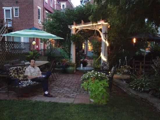 The Secret Garden : The back garden is delightful.