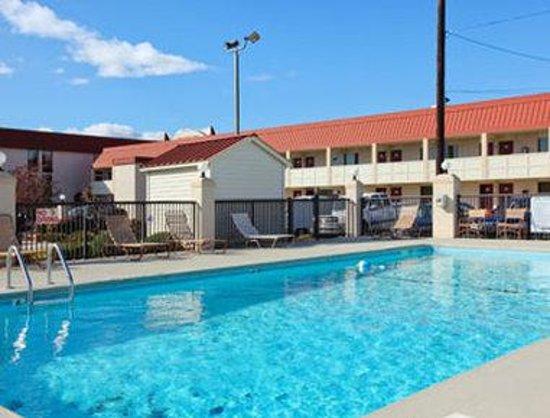 Days Inn High Point/Archdale: Pool