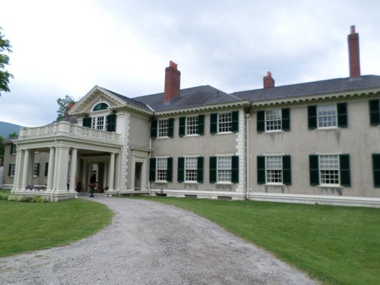 Hildene, The Lincoln Family Home : Front side view of the house