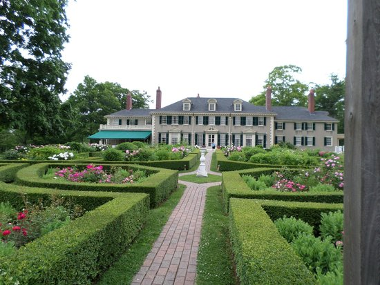 Hildene, The Lincoln Family Home : View of the house from the garden