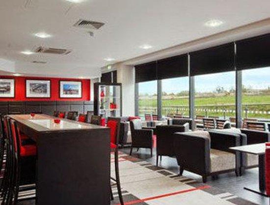Ramada Encore Newcastle-Gateshead: Lounge