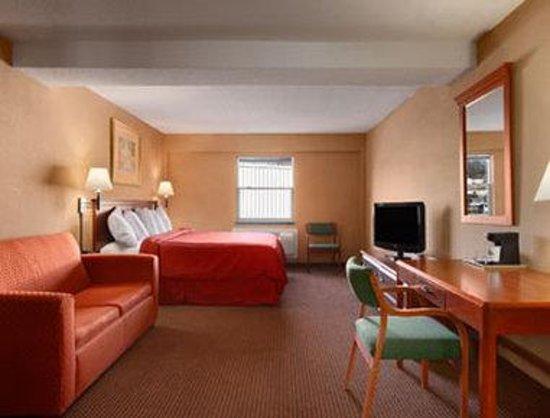 Days Inn Kansas City: King Suite