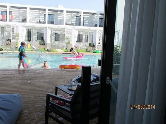 Aqua Bay Hotel: Looking out of our room 137