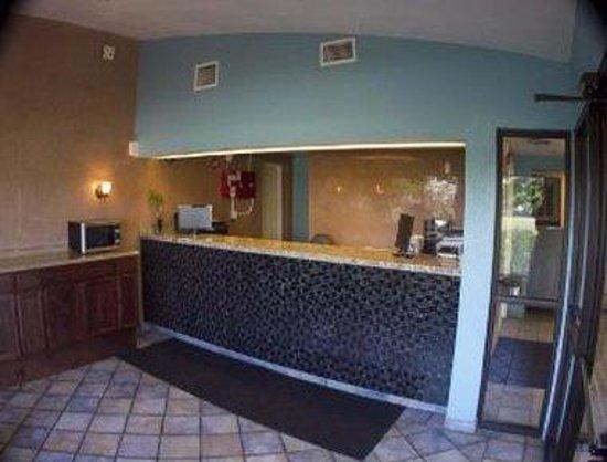 Motel 6 North Fort Myers : Front Desk