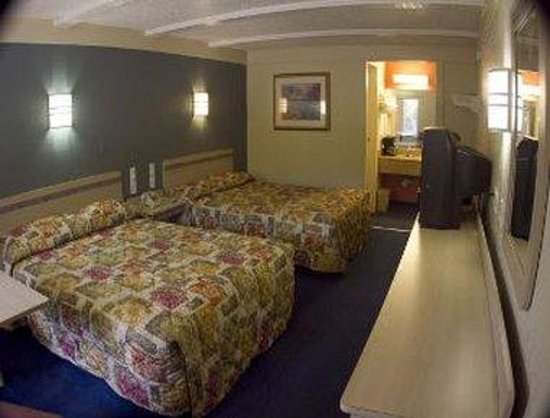 Motel 6 North Fort Myers: Two Bed Guest Room