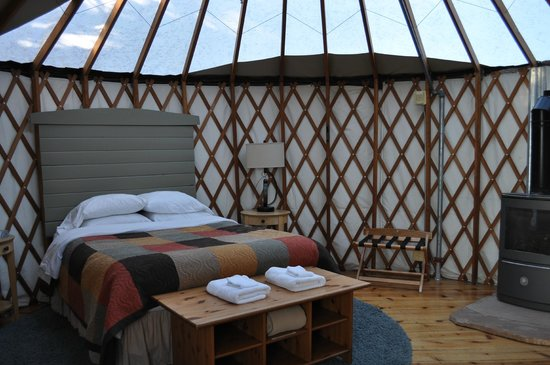 Treebones Resort: Inside of yurt 16