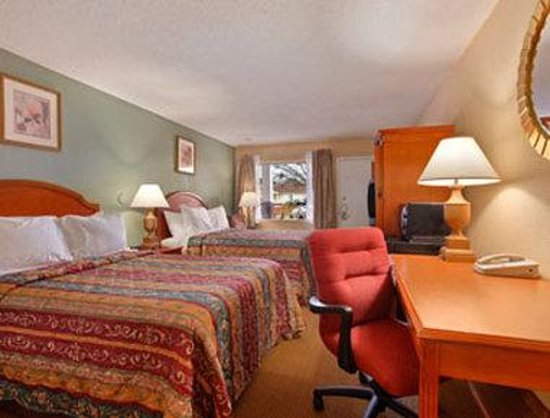 Super 8 Raleigh: Standard Two Double Bed Room