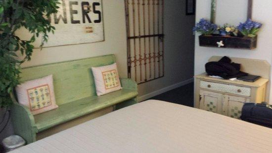 Sandy Cove Inn: The Garden Room