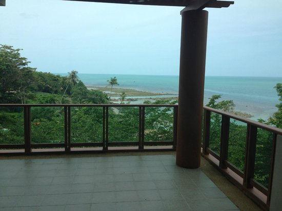 ShaSa Resort & Residences, Koh Samui: Beach not the best