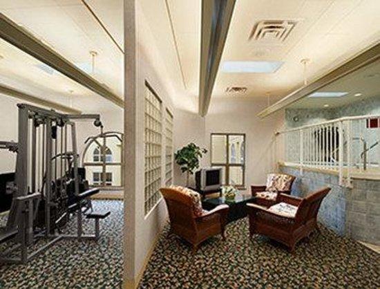 Harrison Lake Hotel: Health Club Area