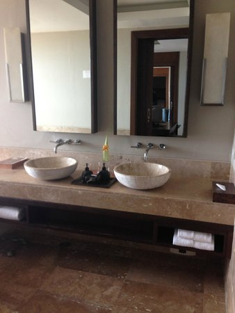 ShaSa Resort & Residences, Koh Samui: Master bathroom