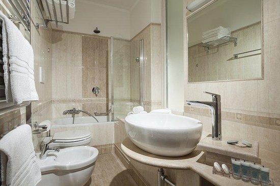 Kennedy Hotel : Bathroom