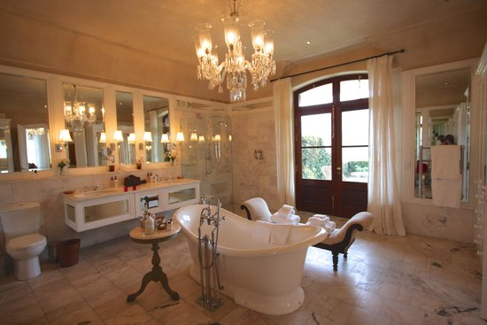La Residence: The gorgeous bathroom