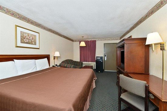 Americas Best Value Inn - Fredericksburg North: One King Bed