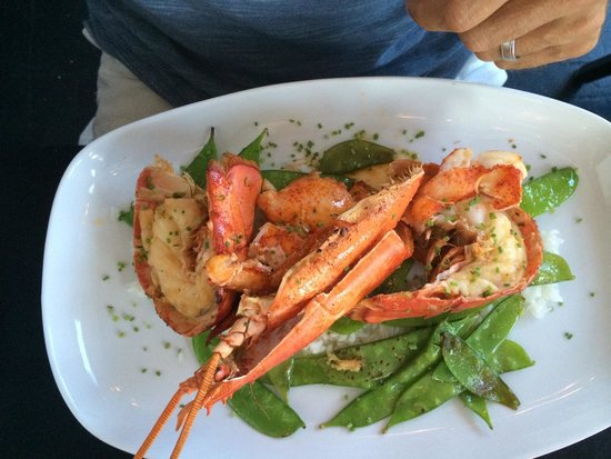 Ocean House Restaurant : Lobster was exquisite with 4 sauces for dipping ! Fabulous!