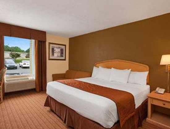 Baymont Inn & Suites Charlotte-Airport Coliseum: Standard King Room