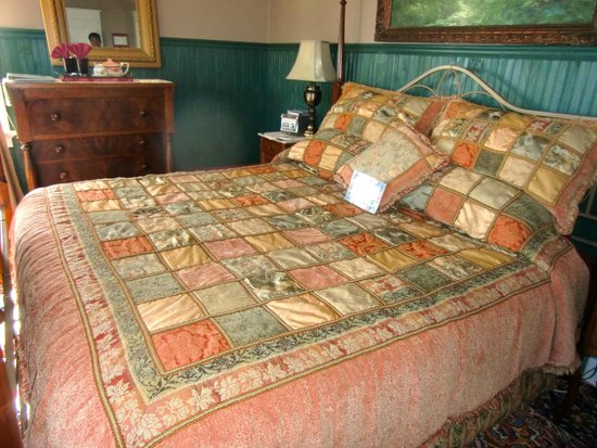 A Harbor View Inn: Windsor Room- Big king bed
