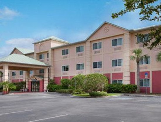 Welcome to the Days Inn and Suites Naples