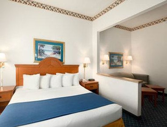Days Inn And Suites Naples: King Suite