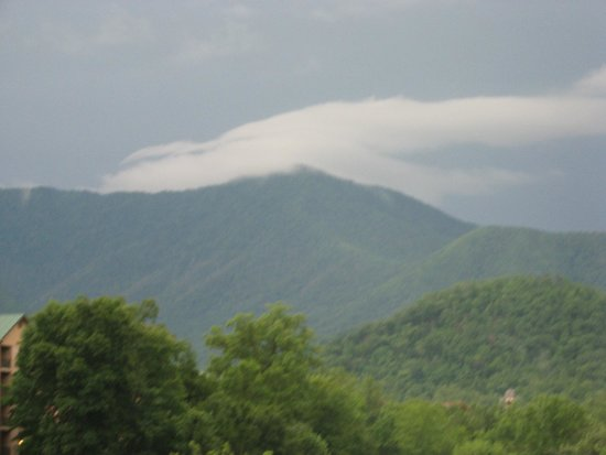 Hilton Garden Inn Gatlinburg Downtown : view from fifth floor even room