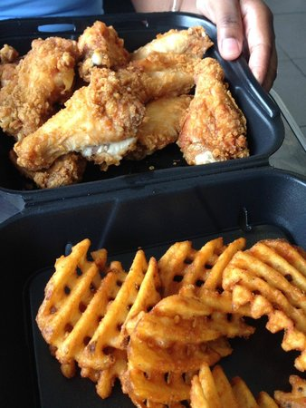 Wings Over : Classic wings with waffle fries